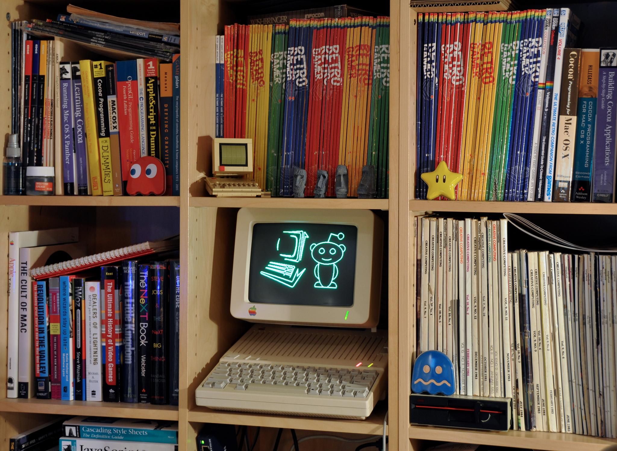 Gehört in jedes gute Bücherregal: reddit.