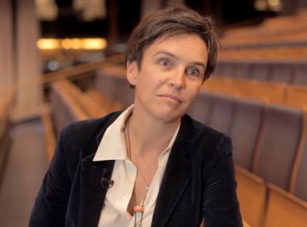 <b>Dr. Joana Breidenbach, Gründerin Betterplace</b><br><br>  Dr. Joana Breidenbach ist eine der Gründerinnen von Betterplace, Deutschlands größter Spendenplattform und Leiterin des Betterplace Lab, dem Think-and-do-Tank der Organisation. Das Betterplace Lab forscht darüber, wie digitale Medien die Gesellschaft verändern. Joana studierte in München und promovierte in Berkeley über deutsche  Kulturmuster. Nebenher schreibt Sie Bücher über Kultur und Globalisierung, arbeitet als Journalistin und berät unter anderem das Bundeskanzleramt sowie das Bundesministerium für wirtschaftliche Zusammenarbeit und Entwicklung.